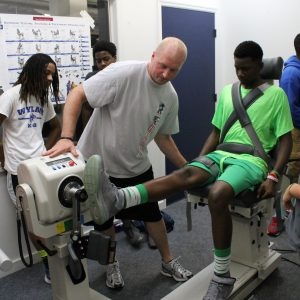Biodex leg extension test on student