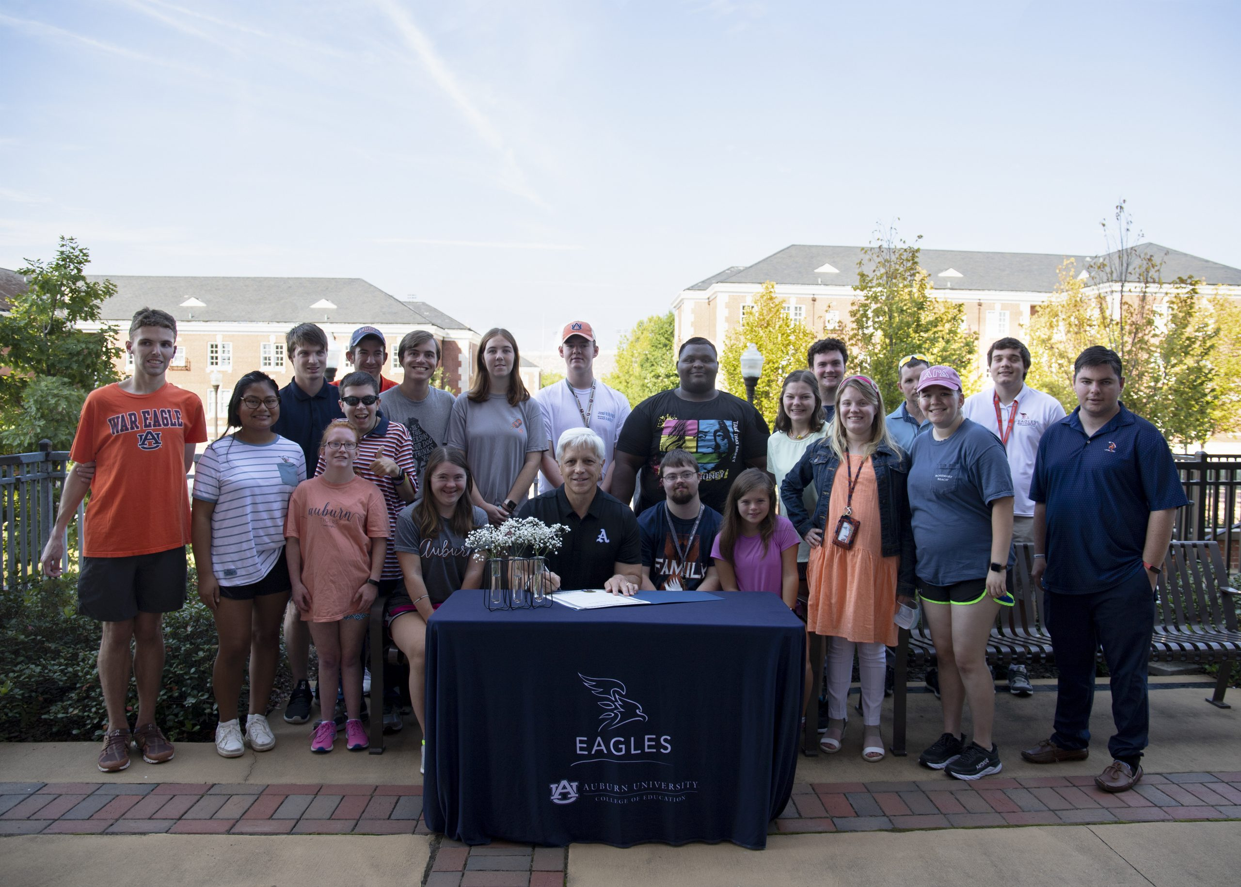 EAGLES students with mayor at signing